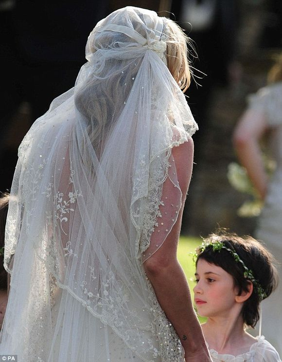 Aafbcffeeb Wi Kate Mosss Wedding Veil The Juliet Cap Lace Cap Style